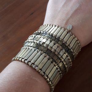 Jewelry - Brass color elastic band bracelet